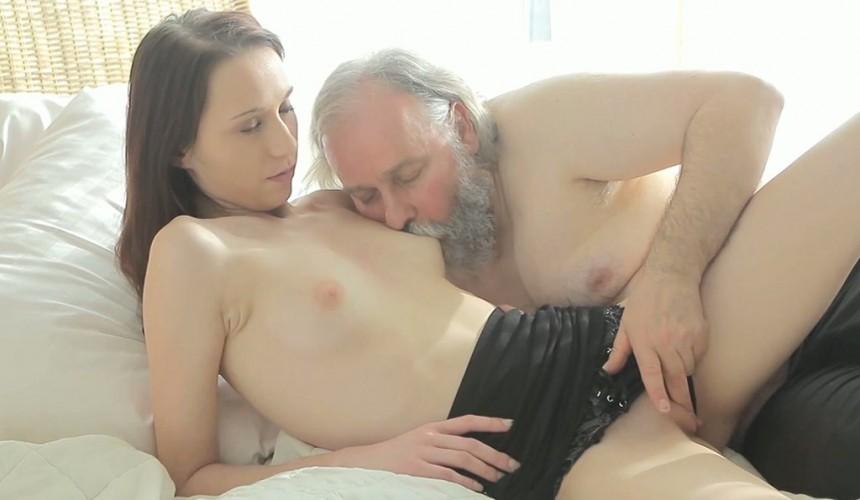 тут порно старик лижет игрушкой нашем сайте