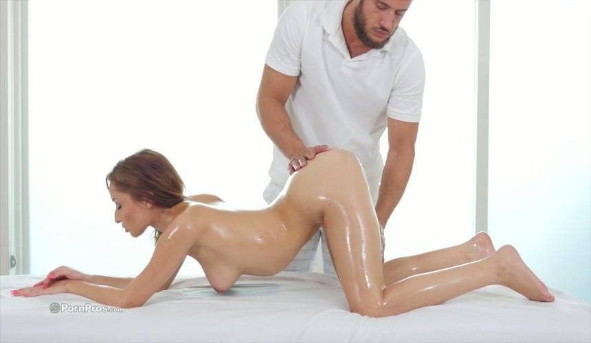 sesso bollente sul lettino da massaggio